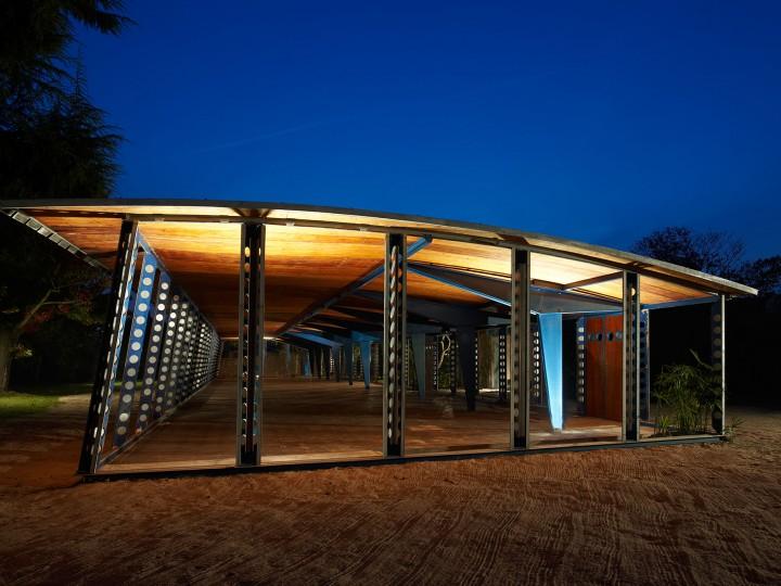 Jean-Prouve-Structure-nomade-bleue-web-13
