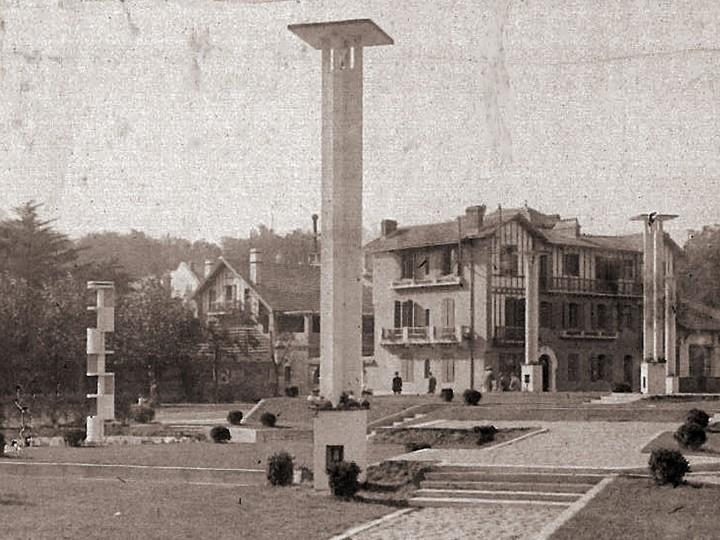 Mallet Stevens fontaine lumineuse et lampadaire casino de saint jean de luz 1927