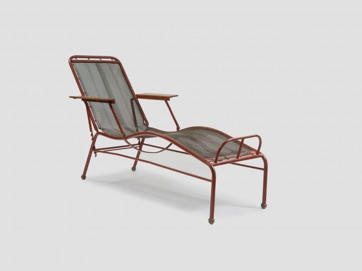 Jean Prouvé, chaise longue pour le sanatorium Martel de Janville vers 1934.